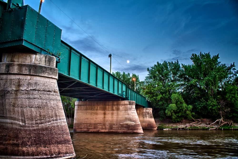 forks historic rail bridge winnipeg manitoba